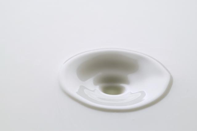ガサガサ卒業!乾燥肌・敏感肌に使う美容液の正しい選び方とは?