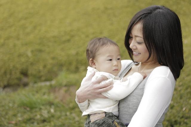 赤ちゃんに抱っこ紐を使うのはいつからいつまでが目安か解説!