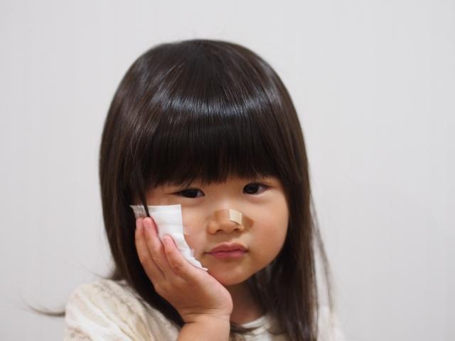 赤ちゃんがやけど…水ぶくれの対処法と跡の残らない処置法とは