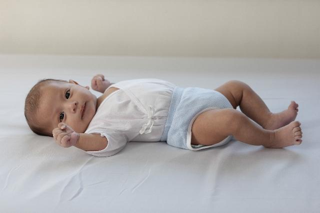 赤ちゃんがおむつをつけると大泣き。おむつの前に母親が考えたいこと