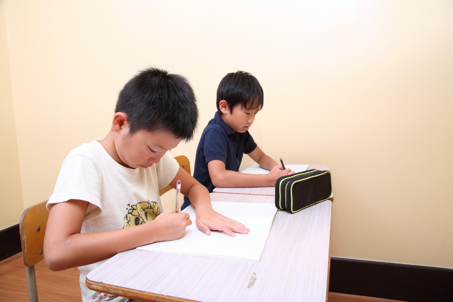 小学校で夏休みや冬休みの宿題が作文のときオススメのテーマと書き方例文