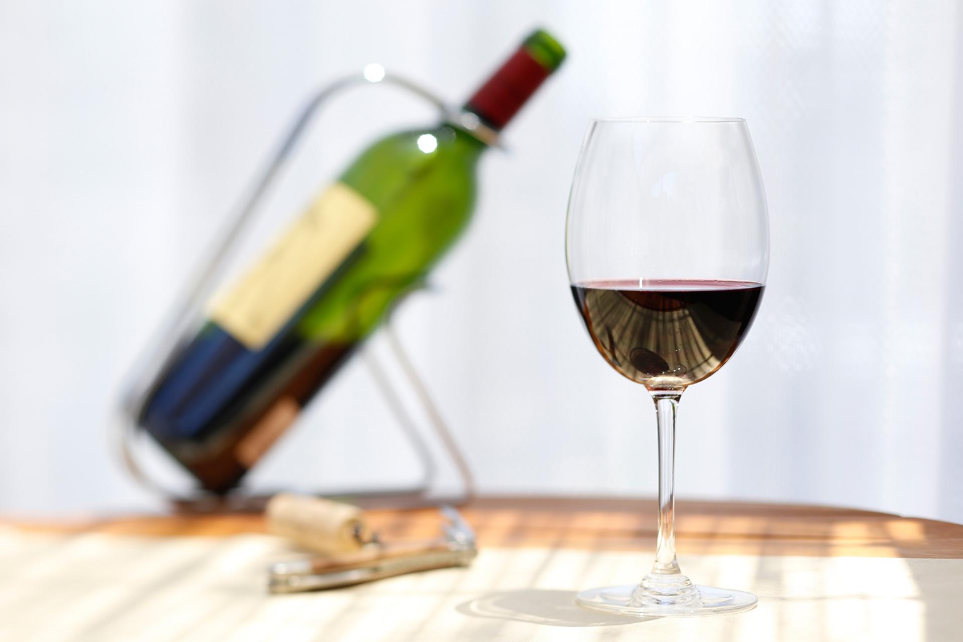 解禁日のボジョレーヌーボーがまずいのは常識!?コンビニワインの方が美味しい理由と美味しく飲む割り方