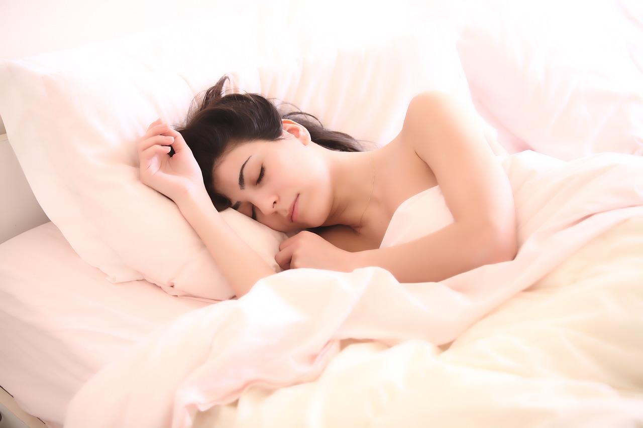寝る時に良い夢も嫌な夢も見たくない人が実行すべき事と使える安眠グッズまとめ