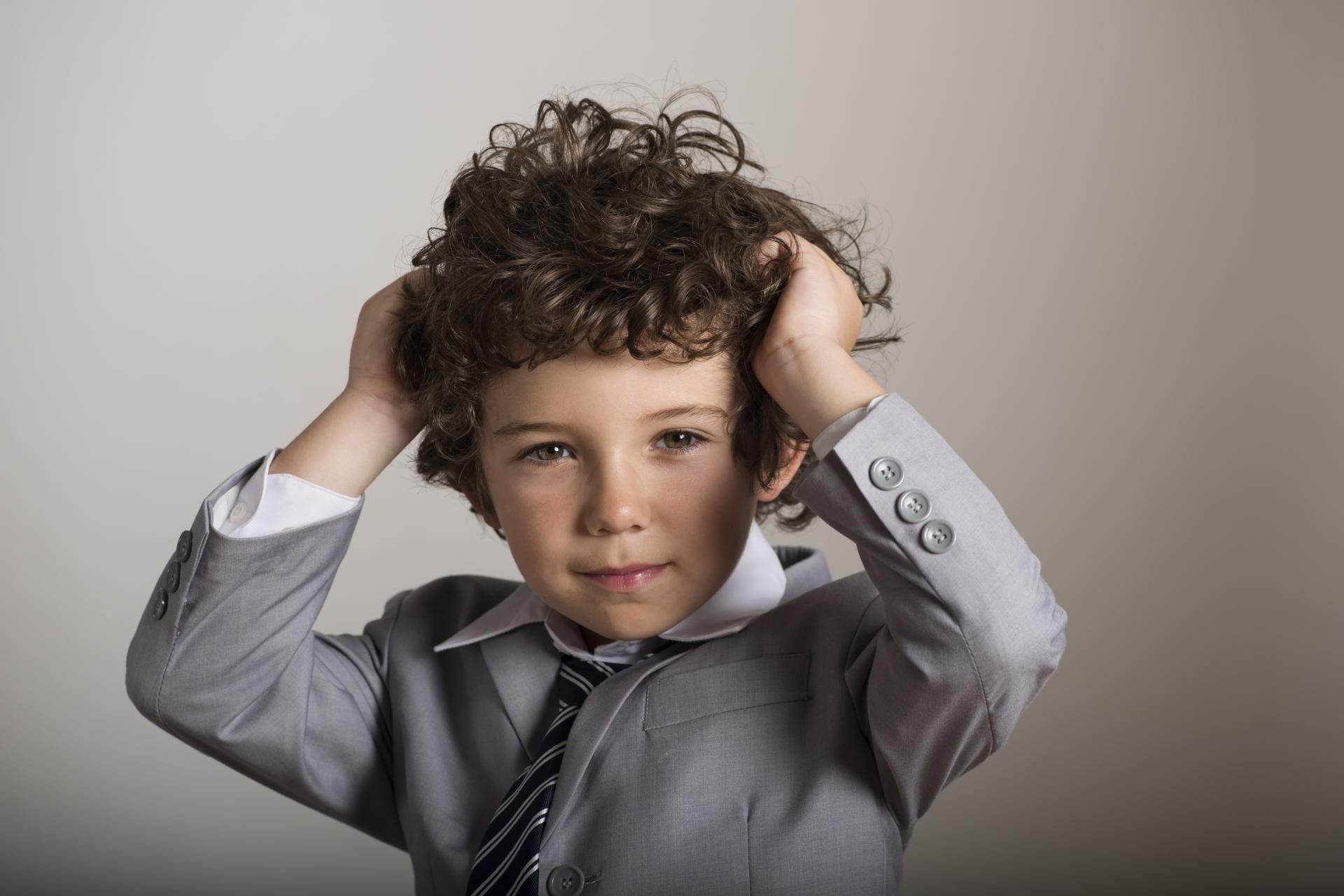 小学生の子供の髪の縮毛矯正はいつから?キッズ向けストレートパーマの費用・シャンプーなどまとめ