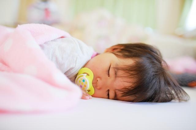 赤ちゃんが笑う時期はいつ頃から?動画や音楽より人の顔を見せたほうがいいの?